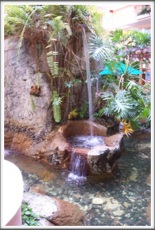 Embassy Suites: Courtyard Fountain